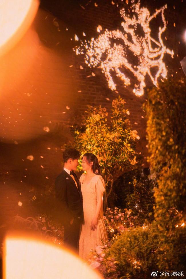 Đường Yên - La Tấn xuất hiện trong khung cảnh đẹp như mơ của tiệc tiền đám cưới - Ảnh 2.