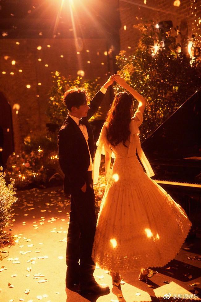 Đường Yên - La Tấn xuất hiện trong khung cảnh đẹp như mơ của tiệc tiền đám cưới - Ảnh 4.