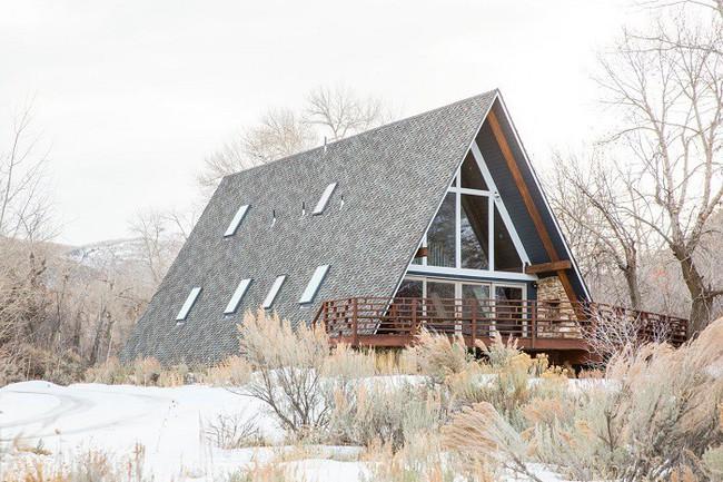 7 ngôi nhà nhỏ được cải tạo có thiết kế nội thất hiện đại khác xa với cảnh quan bên ngoài - Ảnh 2.