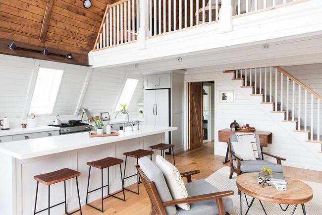 7 ngôi nhà nhỏ được cải tạo có thiết kế nội thất hiện đại khác xa với cảnh quan bên ngoài - Ảnh 3.