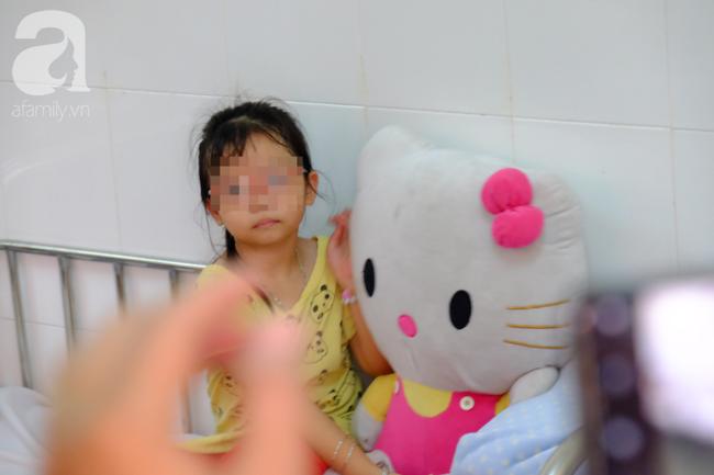 Vụ nhiều trẻ nghi ngộ độc sau khi ăn bánh mì: Tôi vừa đưa con út đi viện thì nghe con lớn phải cấp cứu - Ảnh 4.