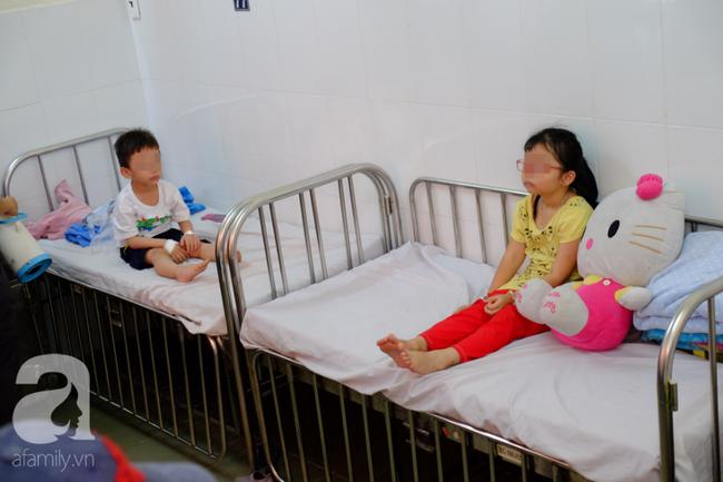 Vụ nhiều trẻ nghi ngộ độc sau khi ăn bánh mì: Tôi vừa đưa con út đi viện thì nghe con lớn phải cấp cứu - Ảnh 11.