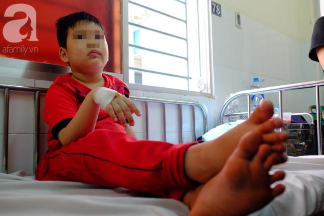 Vụ nhiều trẻ nghi ngộ độc sau khi ăn bánh mì: Tôi vừa đưa con út đi viện thì nghe con lớn phải cấp cứu - Ảnh 7.