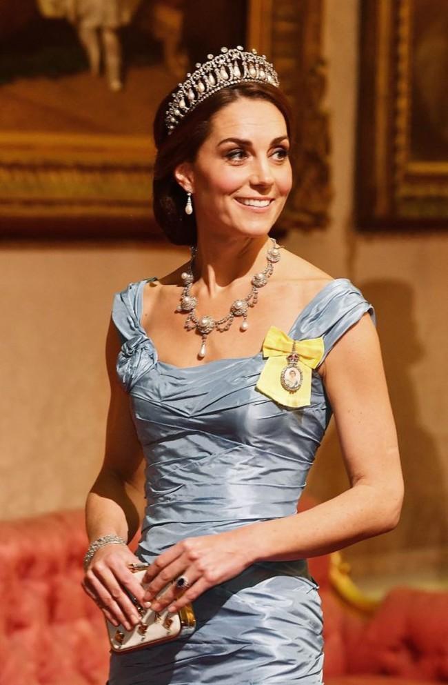 Người hâm mộ xôn xao trước thông tin Thái tử Charles từ bỏ địa vị, Kate sẽ lên ngôi hoàng hậu 2