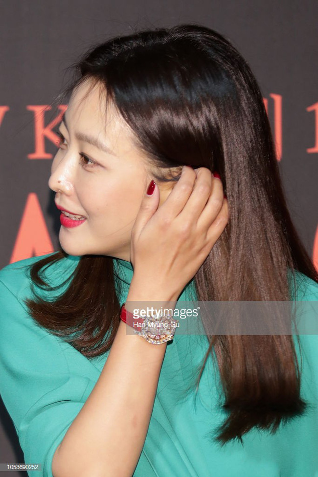 Nhan sắc trẻ trung bất chấp tuổi 41 của Kim Hee Sun cũng không thể cứu vãn nổi ca mặc khó hiểu, kém duyên này - Ảnh 2.