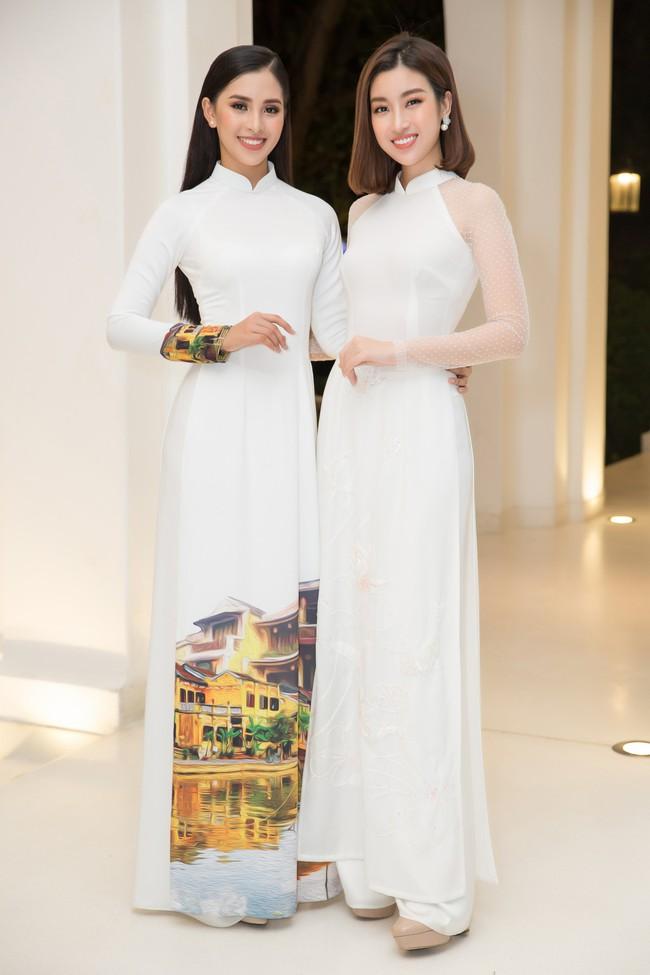 Hoa hậu Tiểu Vy, Đỗ Mỹ Linh lần đầu đi sự kiện cùng nhau sau khi đăng quang - Ảnh 3.
