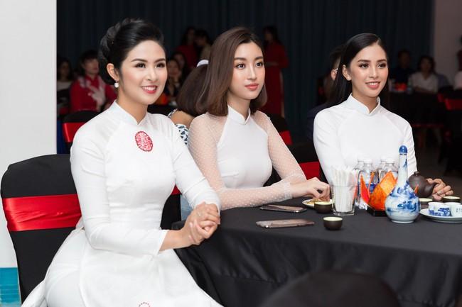 Hoa hậu Tiểu Vy, Đỗ Mỹ Linh lần đầu đi sự kiện cùng nhau sau khi đăng quang - Ảnh 7.