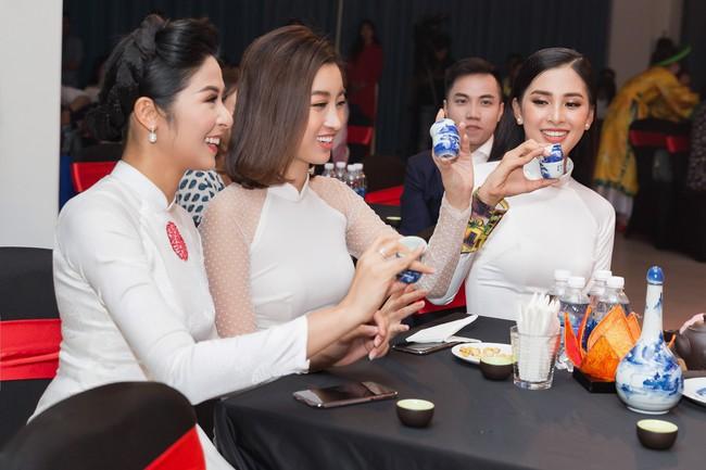 Hoa hậu Tiểu Vy, Đỗ Mỹ Linh lần đầu đi sự kiện cùng nhau sau khi đăng quang - Ảnh 8.