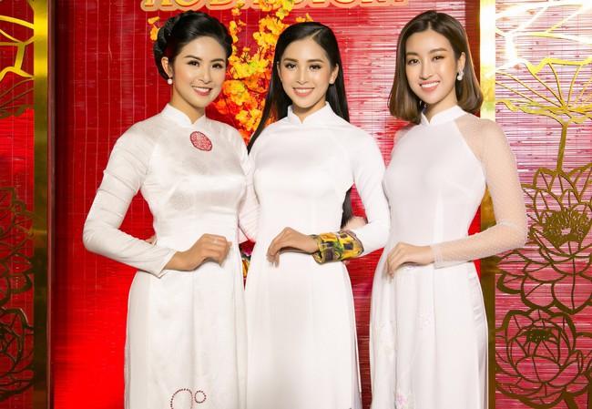 Hoa hậu Tiểu Vy, Đỗ Mỹ Linh lần đầu đi sự kiện cùng nhau sau khi đăng quang - Ảnh 1.