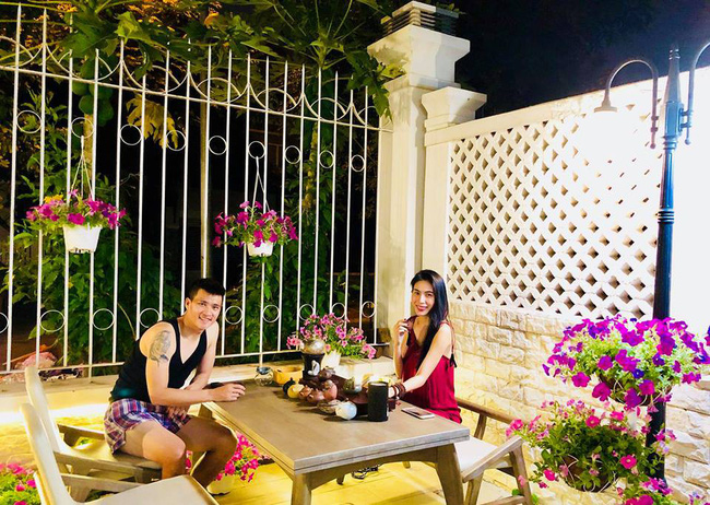 Vợ chồng Công Vinh – Thủy Tiên vui vẻ thu hoạch rau quả sạch trong vườn nhà - Ảnh 15.