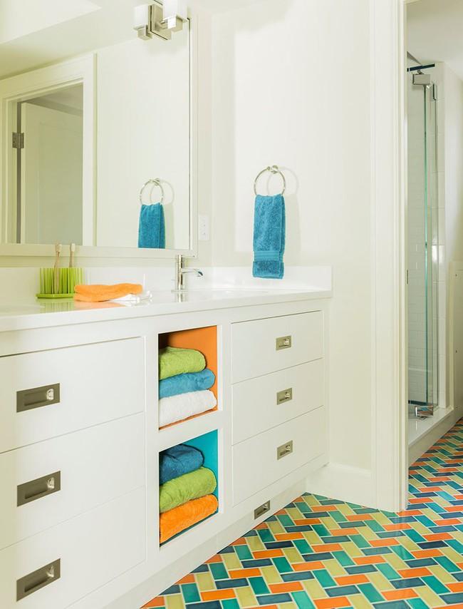 Để căn phòng tắm gia đình bớt nhàm chán bạn đừng bao giờ quên điều này - Ảnh 4.