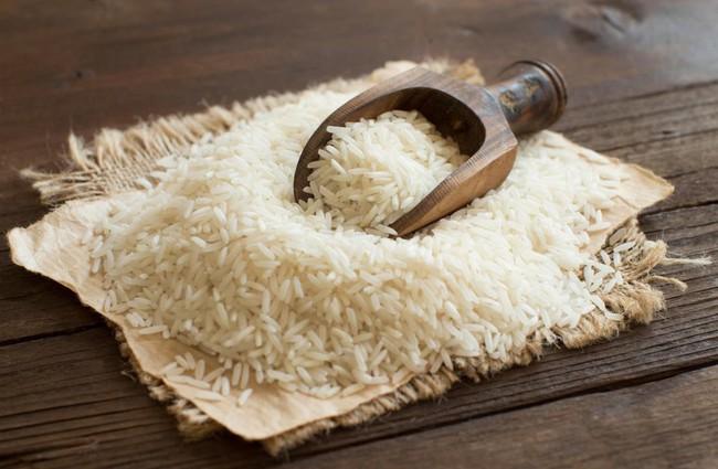 Mua gạo về là tôi lại cho vũ khí bí mật này vào thùng bảo quản, có để cả tháng gạo cũng không bị mốc meo, mối mọt - Ảnh 2.