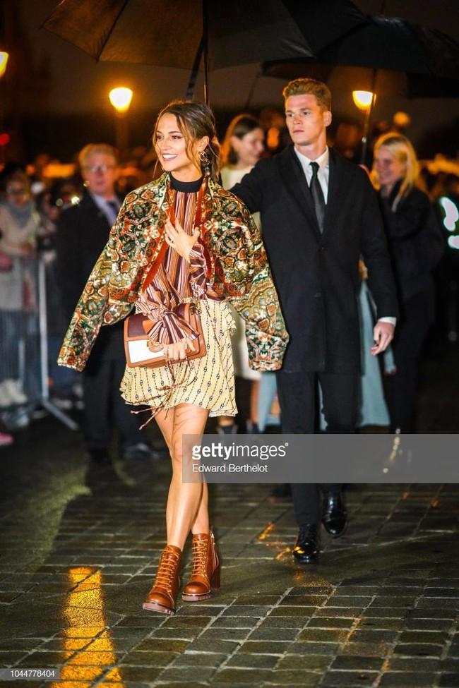 Show Louis Vuitton thiếu vắng Phạm Băng Băng, Thư Kỳ thành mỹ nhân Cbiz khiến dân tình trầm trồ vì style lạ - Ảnh 7.
