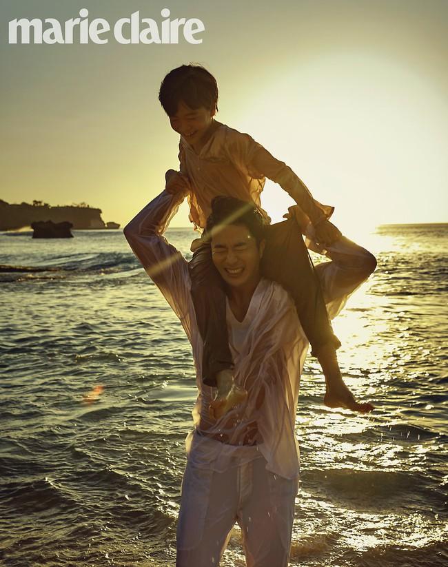 Bộ ảnh kỷ niệm 10 năm của vợ chồng Kwon Sang Woo: Bố mẹ đẹp miễn chê nhưng thần thái 2 con mới là điều mọi người chú ý - Ảnh 5.