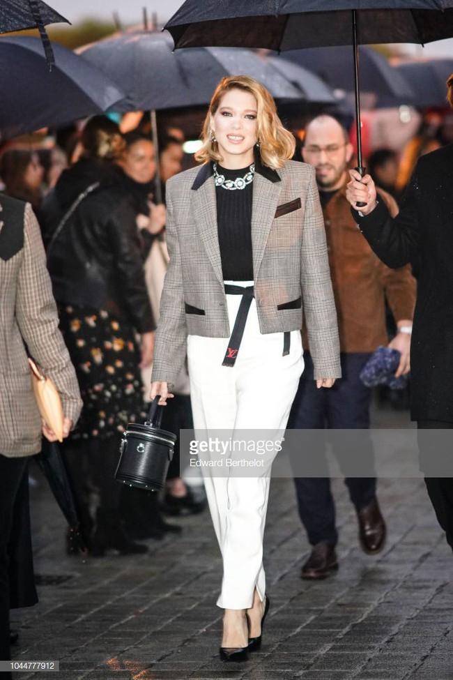 Show Louis Vuitton thiếu vắng Phạm Băng Băng, Thư Kỳ thành mỹ nhân Cbiz khiến dân tình trầm trồ vì style lạ - Ảnh 8.