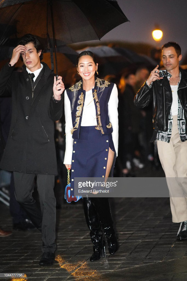 Show Louis Vuitton thiếu vắng Phạm Băng Băng, Thư Kỳ thành mỹ nhân Cbiz khiến dân tình trầm trồ vì style lạ - Ảnh 9.