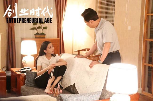 Sau bao ngày bị chê tơi tả, bộ phim thiếu đạo đức vì lên giường nhầm người của Angelababy đã quay lại náo nhiệt  - Ảnh 6.
