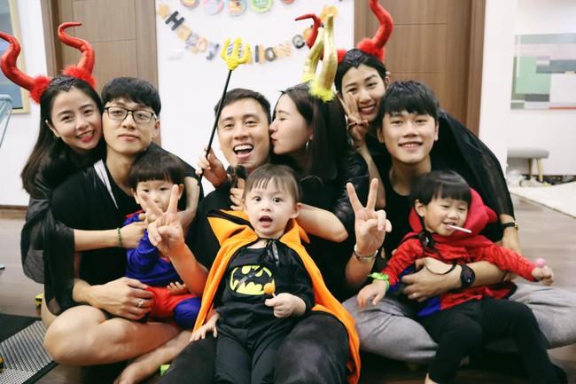 Halloween cập bến 3 gia đình hot nhất MXH: Xoài - Cam - Đậu biến hóa thành những siêu anh hùng dễ thương - Ảnh 1.