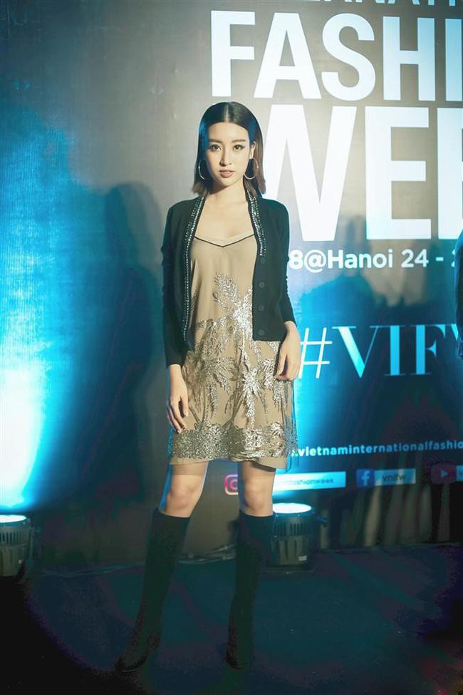 Bình thường lên đồ cũng xinh, mỗi tội cứ đến Fashion Week là Hoa Hậu Mỹ Linh lại mặc linh tinh vì ham... giật giũ - Ảnh 2.