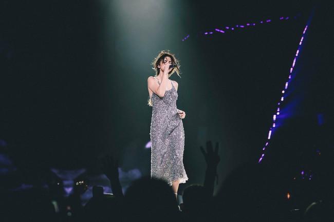 Tái xuất đẹp ngẩn ngơ nhưng Tâm Tít lại dính nghi án mặc váy nhái của Selena Gomez từ 2 năm trước - Ảnh 3.