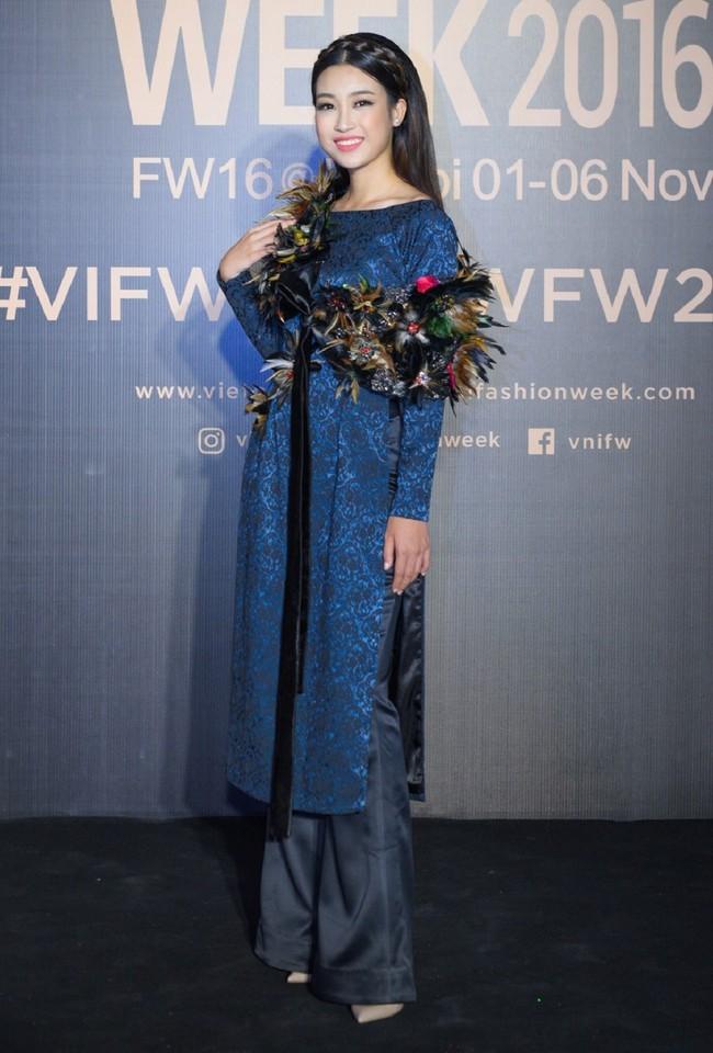 Bình thường lên đồ cũng xinh, mỗi tội cứ đến Fashion Week là Hoa Hậu Mỹ Linh lại mặc linh tinh vì ham... giật giũ - Ảnh 3.