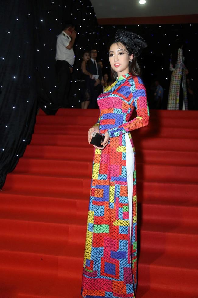 Bình thường lên đồ cũng xinh, mỗi tội cứ đến Fashion Week là Hoa Hậu Mỹ Linh lại mặc linh tinh vì ham... giật giũ - Ảnh 6.