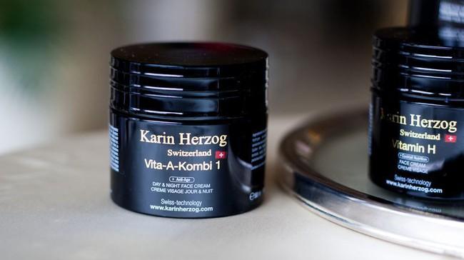 Công nương Kate chẳng bao giờ tiết lộ bí quyết dưỡng da nhưng stylist đã vô tình tiết lộ 5 sản phẩm cô sử dụng - Ảnh 3.