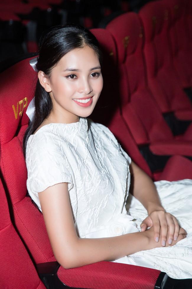 Hoa hậu Tiểu Vy gây choáng ngợp với chiếc váy công chúa trong họp báo: Lọ Lem cũng chỉ đẹp đến thế là cùng! - Ảnh 9.