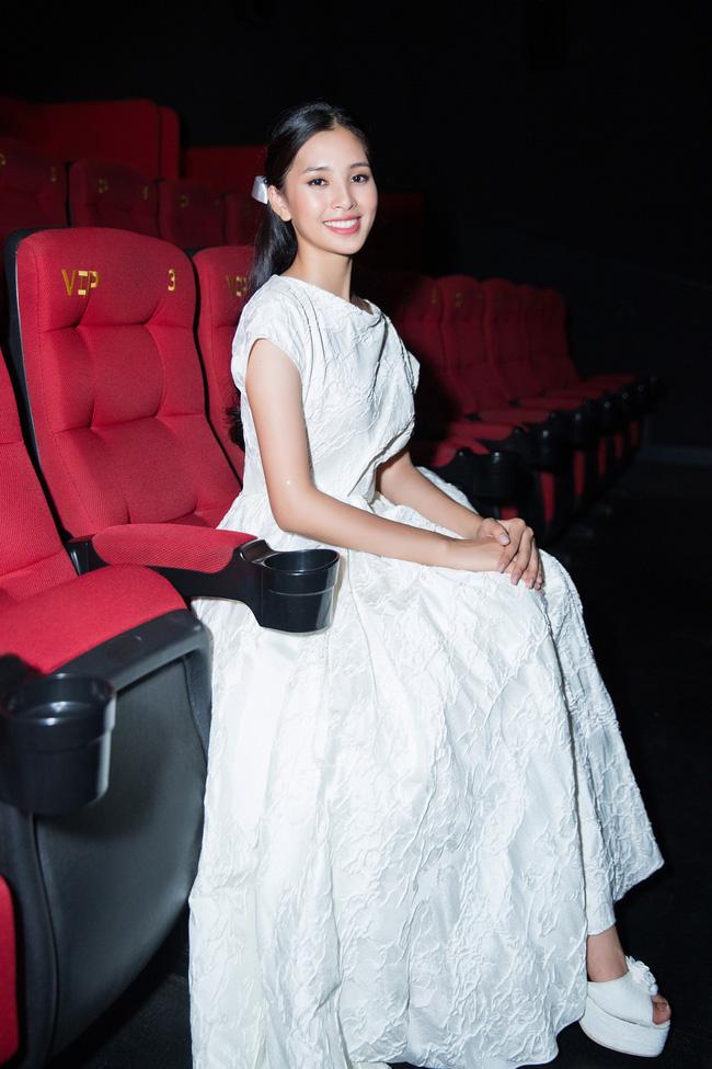 Hoa hậu Tiểu Vy gây choáng ngợp với chiếc váy công chúa trong họp báo: Lọ Lem cũng chỉ đẹp đến thế là cùng! - Ảnh 10.