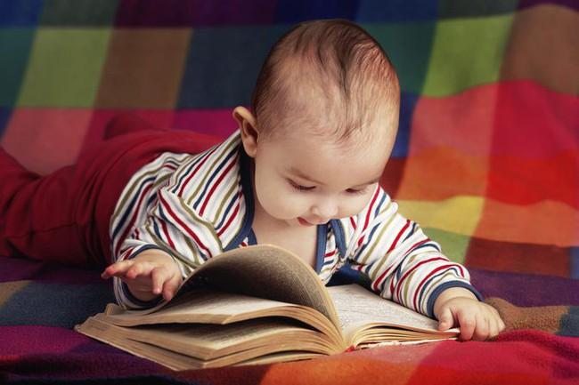 7 dấu hiệu của một em bé thông minh bẩm sinh, xem con bạn có không nhé! - Ảnh 2.