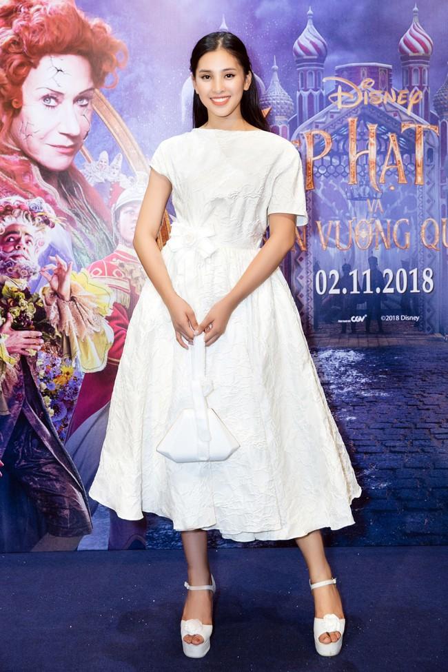 Hoa hậu Tiểu Vy gây choáng ngợp với chiếc váy công chúa trong họp báo: Lọ Lem cũng chỉ đẹp đến thế là cùng! - Ảnh 7.