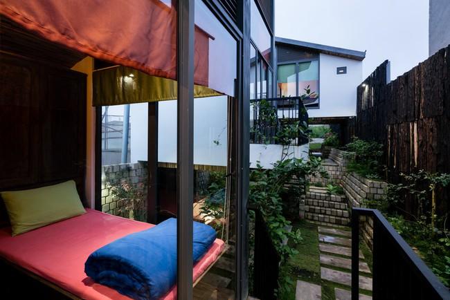Ngôi nhà xây trên mảnh đất hẹp và dài nhưng tràn ngập cây xanh, ánh nắng đẹp như mơ ở Đà Lạt - Ảnh 14.