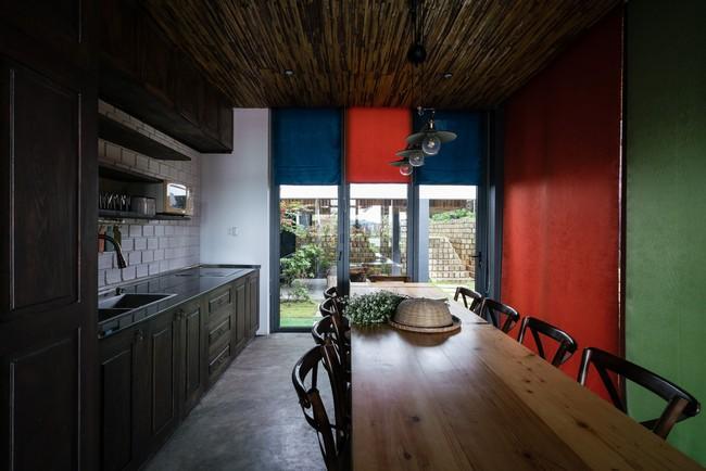 Ngôi nhà xây trên mảnh đất hẹp và dài nhưng tràn ngập cây xanh, ánh nắng đẹp như mơ ở Đà Lạt - Ảnh 12.
