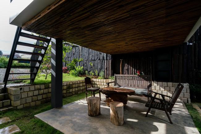 Ngôi nhà xây trên mảnh đất hẹp và dài nhưng tràn ngập cây xanh, ánh nắng đẹp như mơ ở Đà Lạt - Ảnh 7.