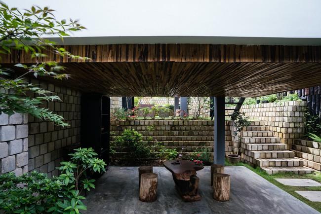 Ngôi nhà xây trên mảnh đất hẹp và dài nhưng tràn ngập cây xanh, ánh nắng đẹp như mơ ở Đà Lạt - Ảnh 6.