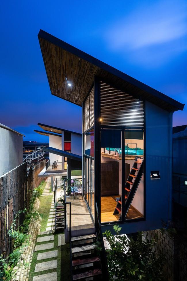 Ngôi nhà xây trên mảnh đất hẹp và dài nhưng tràn ngập cây xanh, ánh nắng đẹp như mơ ở Đà Lạt - Ảnh 2.