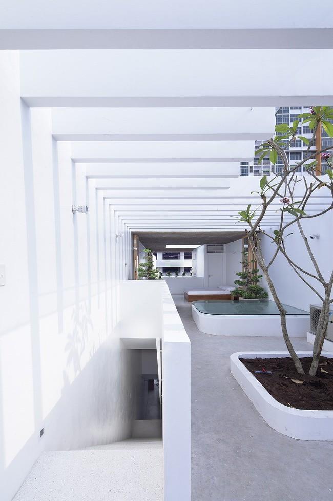 Ngôi nhà tối giản có màu trắng tinh khôi nổi bật trên đường phố Sài Gòn của người phụ nữ 30 tuổi - Ảnh 14.