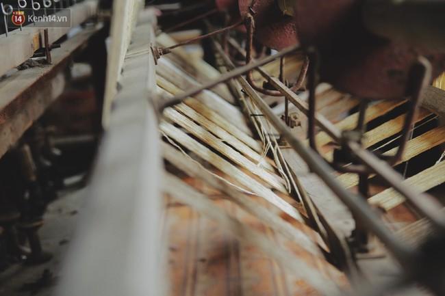 Từ chiếc khăn dệt bằng 4.800 cuống sen đến khát vọng lưu truyền nghề truyền thống của nghệ nhân Phan Thị Thuận - Ảnh 3.
