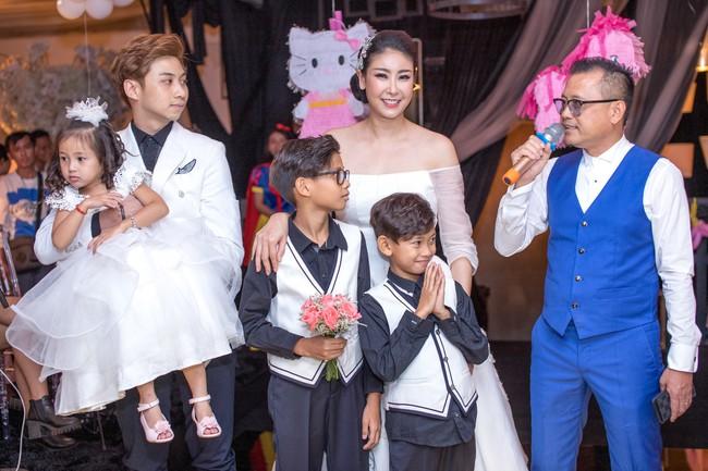 Sau khi tháo sụn mũi vì sợ hoại tử, Lệ Quyên rạng rỡ đi dự sinh nhật con gái Hoa hậu Hà Kiều Anh - Ảnh 4.