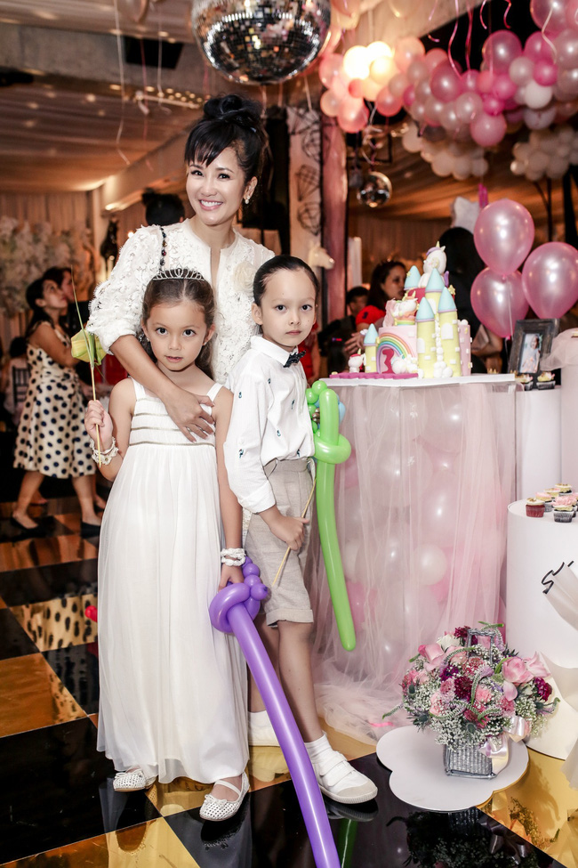 Sau khi tháo sụn mũi vì sợ hoại tử, Lệ Quyên rạng rỡ đi dự sinh nhật con gái Hoa hậu Hà Kiều Anh - Ảnh 6.