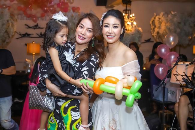 Sau khi tháo sụn mũi vì sợ hoại tử, Lệ Quyên rạng rỡ đi dự sinh nhật con gái Hoa hậu Hà Kiều Anh - Ảnh 7.