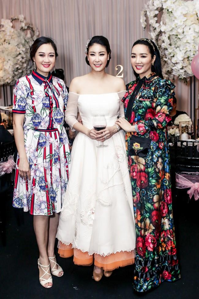 Sau khi tháo sụn mũi vì sợ hoại tử, Lệ Quyên rạng rỡ đi dự sinh nhật con gái Hoa hậu Hà Kiều Anh - Ảnh 9.
