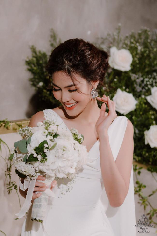 Mẫu váy cưới giúp tôn lên nét đẹp đoan trang, thoát tục mà Lan Khuê mặc được lấy cảm hứng từ Hoàng hậu cuối cùng của Việt Nam - Ảnh 3.