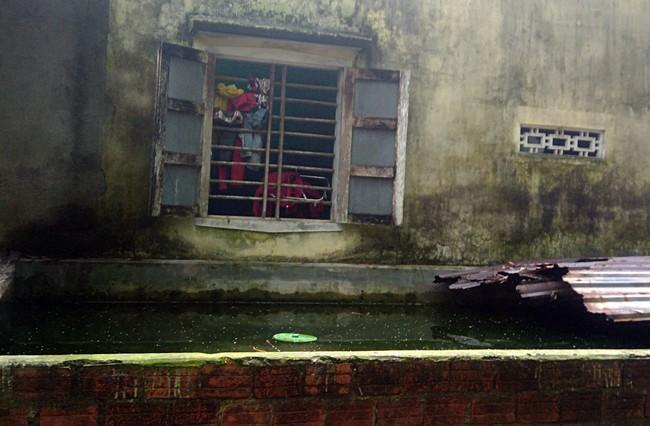 Mua đồ ăn sáng về, mẹ tá hỏa phát hiện con gái 4 tháng tuổi chết bất thường trong bể nước - Ảnh 2.