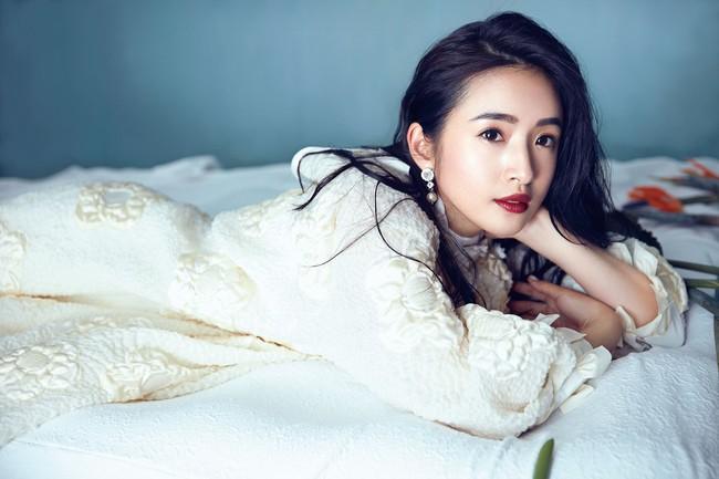 Lâm Y Thần: Từ tuổi thơ nghèo khó, 27 tuổi phải viết di chúc đến đại tỷ giàu có và viên mãn bên chồng đại gia đẹp như tài tử - Ảnh 4.