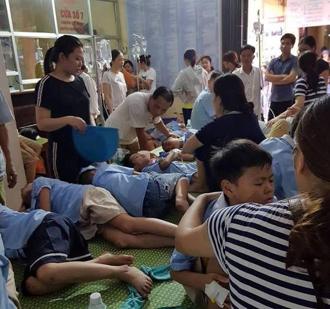 Ninh Bình: Sau bữa ăn trưa gần 200 học sinh nhập viện do có biểu hiện buồn nôn, sốt - Ảnh 2.