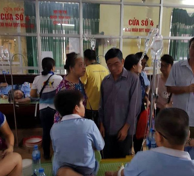 Ninh Bình: Sau bữa ăn trưa gần 200 học sinh nhập viện do có biểu hiện buồn nôn, sốt - Ảnh 4.