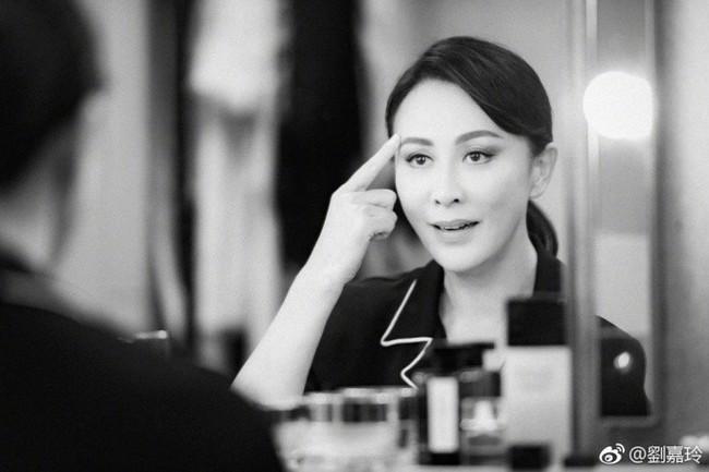 """Đã U55 mà Lưu Gia Linh vẫn sở hữu làn da đẹp khó tin nhờ chu trình dưỡng da """"tối giản gần 60 triệu đồng - Ảnh 6."""