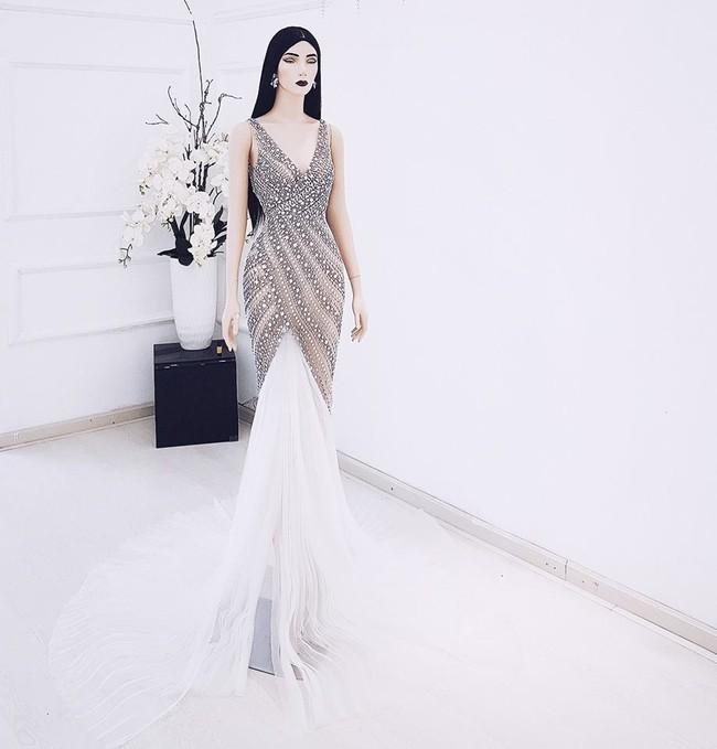 Lan Khuê thay đồ cưới liên tục như chạy show thời trang, có bộ đính 10.000 viên pha lê tốn 2 tháng thực hiện - Ảnh 3.