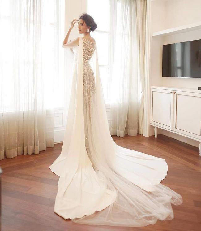 Lan Khuê thay đồ cưới liên tục như chạy show thời trang, có bộ đính 10.000 viên pha lê tốn 2 tháng thực hiện - Ảnh 5.